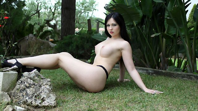 Angell Summers Photo 4