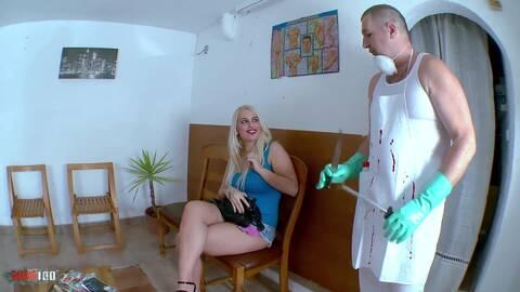 Bonne grosse salope se fait injecter d...photo 1