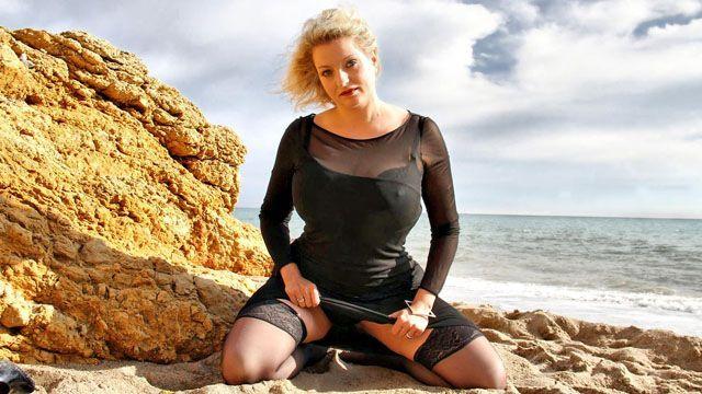 Carola Photo 4