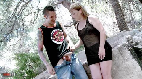 Mamie veut des vids sexuels