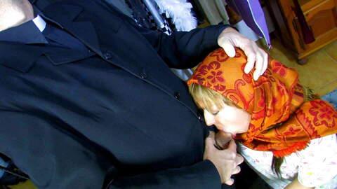 Le curé va se taper la frangine ! photo 3