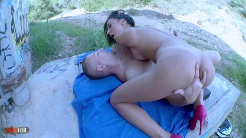 Sodomie et gonzo brutal avec une pute ...photo 1