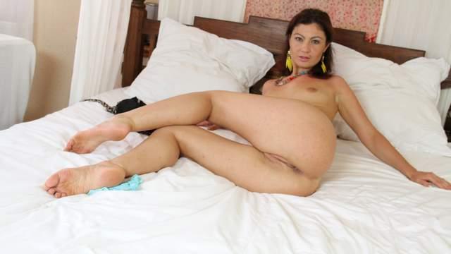 Julia Gomez Photo 1