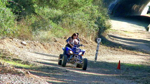 ENCULEE SUR UN QUAD photo 1