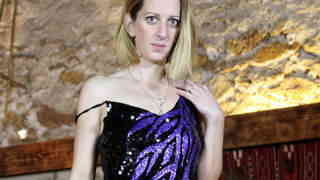 Vieille blonde fait un show sensuel   photo 02