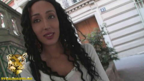 Casting anal avec Tunisienne Zahia photo 1