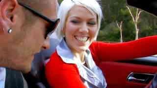 Cette jolie blonde va se taper un peti...photo 1