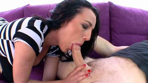 La star du porno brune Mya Lorenn pose...photo 4