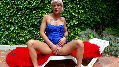 Très excitante blonde Nicky Wayne fait...photo 1