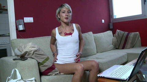 Magnifique blonde Nicky Wayne se dénud...photo 3