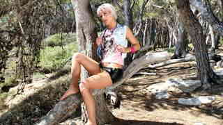 La belle blonde Nicky Wayne se déshabi...photo 3