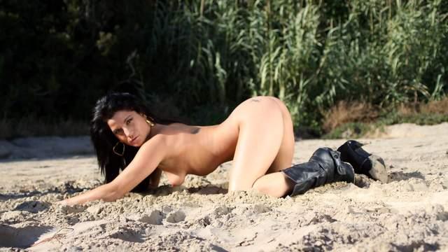Yesenia Rock Photo 4